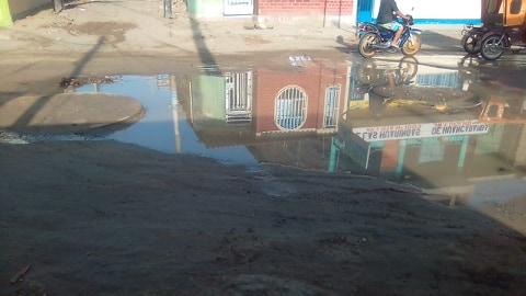 La Unión: así amaneció  la Calle Lima llena de agua de desagüe