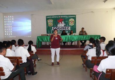 Capacitan a estudiantes de IE Hermanos Meléndez sobre embarazo y prevención de consumo de drogas