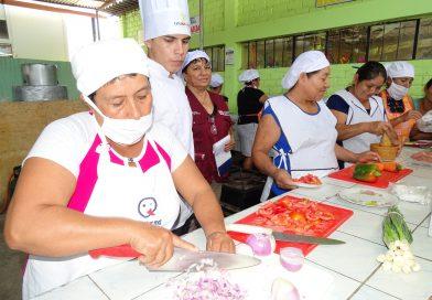 Midis Qali Warma capacita a madres y padres de familia en la preparación de alimentos en colegios de Ayabaca